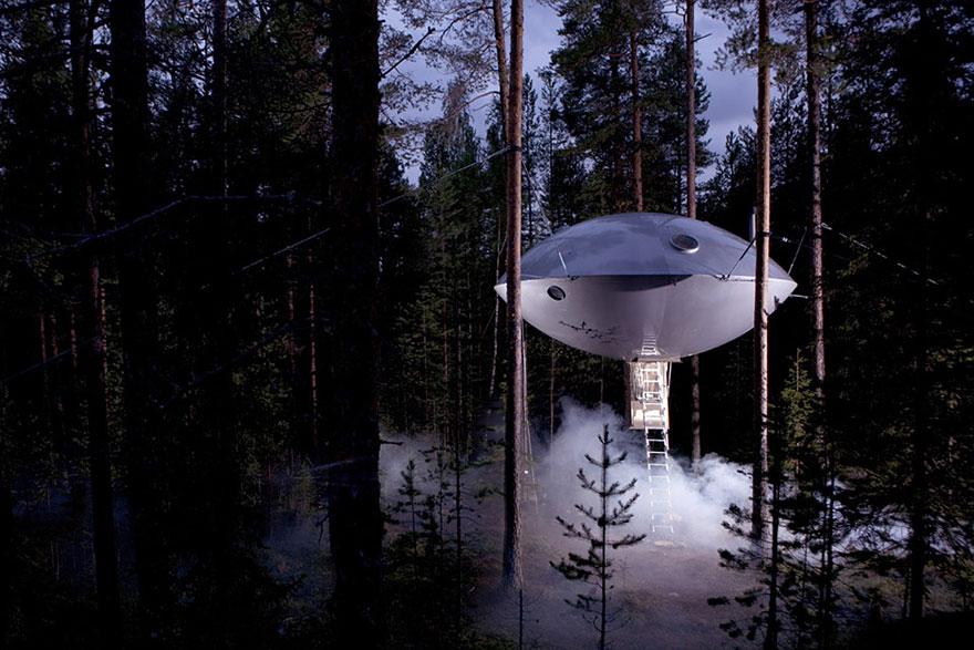 Ufo ağaç ev - İsveç