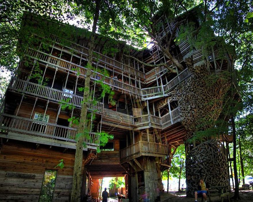 Başkanın Ağaç Evi; çok katlı, apartman havasında ağaç ev  - Amerika