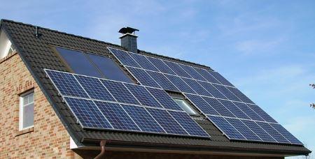 Güneş panelleri hava kirliliği sebebiyle verimsiz çalışmaya başlar..