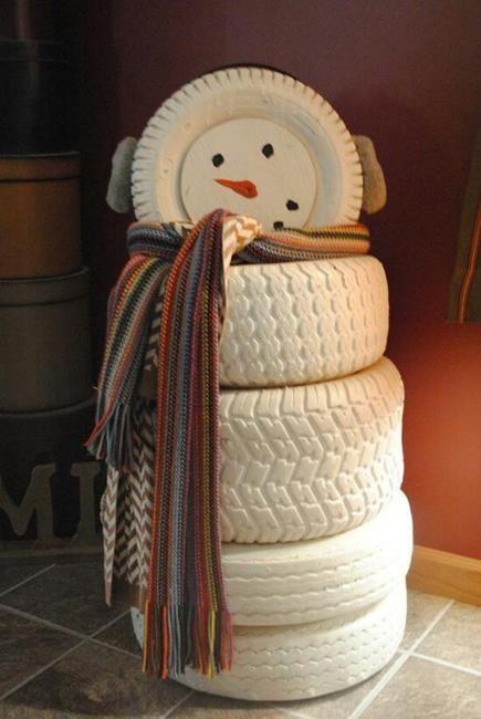 Eski lastiklerden kardan adam: kar yağmasını beklemeye gerek yok :)