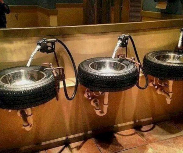 Araba lastikleri lavabo olsa ne güzel olur değil mi? Çok şık ve yaratıcı bir hareket!