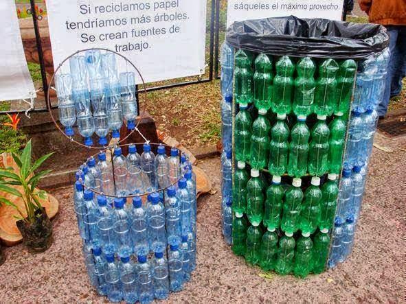 Plastik şişelerden geri dönüşüm kutusu yapma fikri sizce de harika ve yaratıcı değil mi? Yada bir çöp kutusu! Ne amaçla kullanmak istediğiniz size kalmış; ama fikir müthiş!