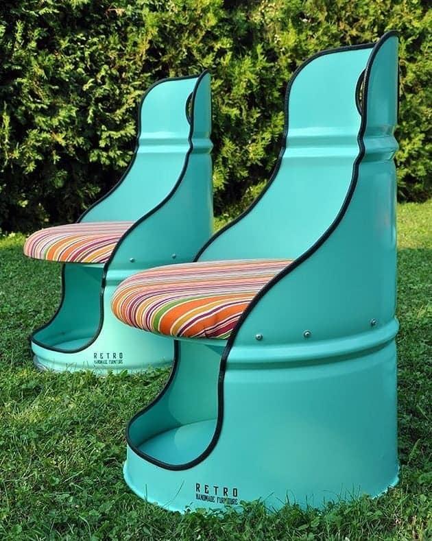 Eski varillerden rengarenk bahçe koltukları